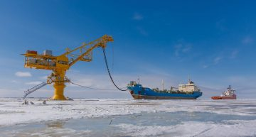 Арктика поднимает российский флаг