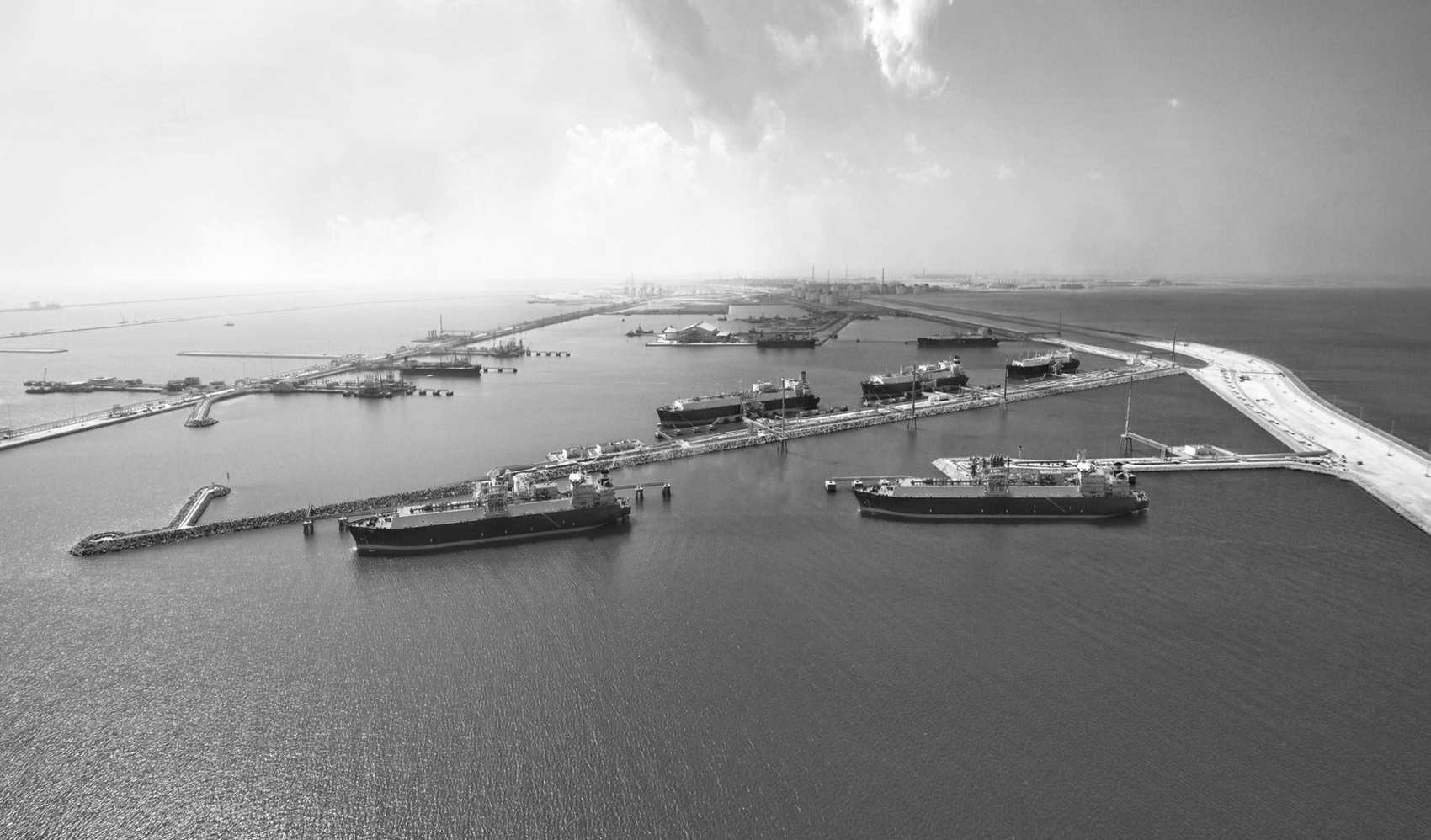 Катар намерен реализовать крупнейший в мире проект по производству СПГ