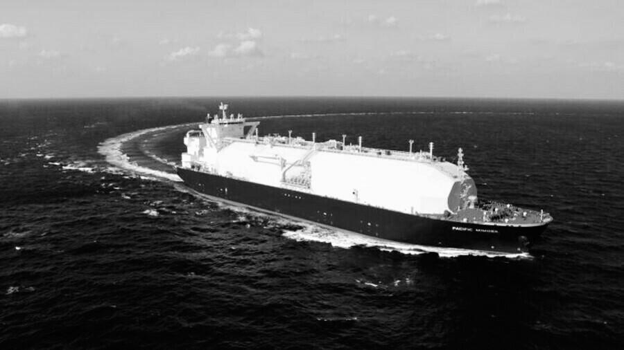 Шедшие за СПГ в США танкеры меняют курс