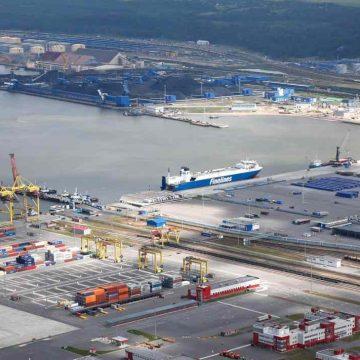 Порт Усть-Луга в Ленинградской области принял первую партию бензина из Белоруссии