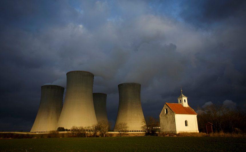 Чехия проверит безопасность проектов фирм-кандидатов в тендер на строительство АЭС
