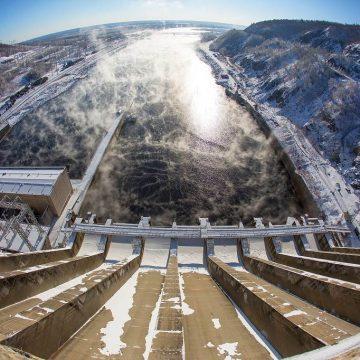 Путин поручил проработать строительство новых объектов гидроэнергетики в бассейне Амура