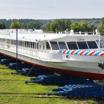 Первое в России пассажирское речное судно на СПГ передали заказчику